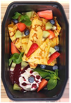 Тыквенные блинчики с фруктами и ягодным соусом