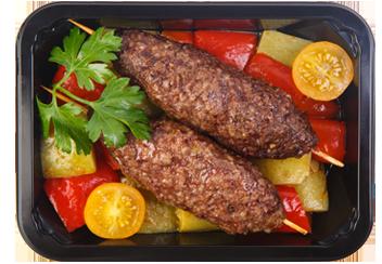 Кебаб из говядины с рагу из копченых баклажанов и сладкого перца