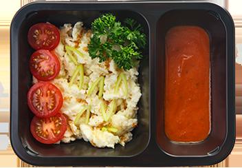 Скрембл со шпинатом и томатами черри