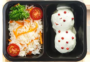 Рыбные тефтели под шпинатным конфи. Рис с карамелизированной морковью