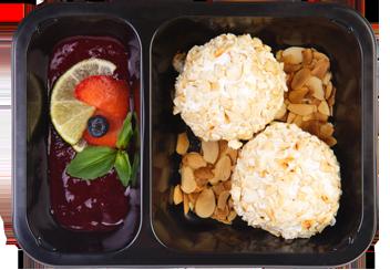 Десерт-боллы из творога с миндалем и кокосом