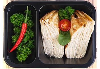 Слоеный яичный сэндвич с кремом из сливочного сыра и лосося. Томатный соус