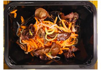 Салат овощной с грибами и чесночно-имбирным дрессингом
