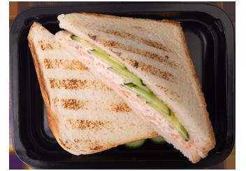 Сэндвич с кремом из лосося на тосте