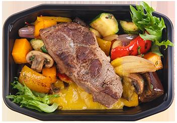 Стейк из говядины с овощами на гриле