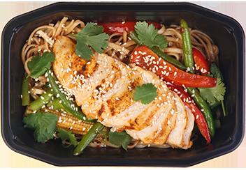 Удон с цыпленком и овощами в соусе Хойсин
