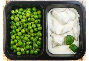 Бедро индейки в сметанном соусе, зеленый горошек на пару