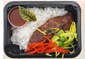 Кебаб из говядины с рисом и песто из вяленых томатов