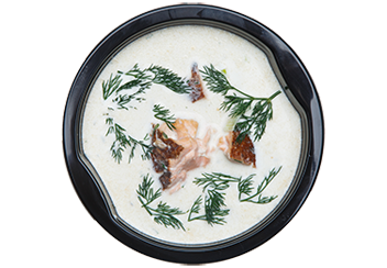 Сливочный суп с копченым лососем.