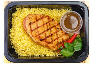 Стейк из цыпленка с кускусом и имбирно-чесночной заправкой