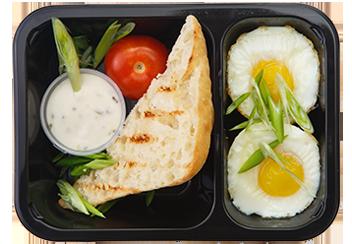 Запеченные яйца с соусом тар-тар и чиабаттой