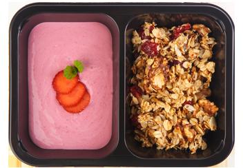 Скандинавская гранола с клубничным йогуртом