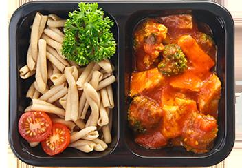 Казаречче с индейкой, брокколи и томатным соусом