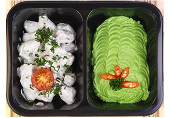 Бедро индейки в сметанном соусе. Зеленый горошек на пару