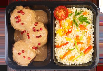Митболы из говядины под соусом сливочный деми-глас. Кус-кус с овощами