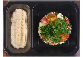 Салат с баварскими колбасками и корнишонами