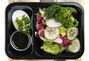 Салат из свежих овощей с яйцом и ароматным маслом