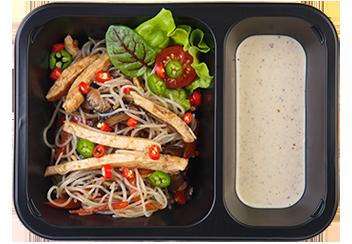 Салат с фунчозой, цыпленком и грибами шиитаке. Соус ореховый