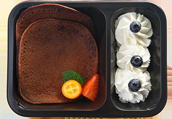 Шоколадные панкейки с ванильным кремом