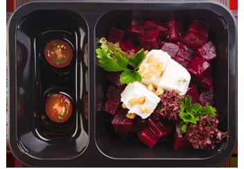 Свекольный салат с фетой и кедровыми орешками с бальзамической заправкой