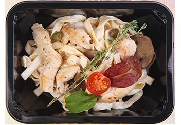 Фетучини с грибами, цыпленком и ароматом трюфеля